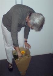 Zur Überraschung aller kam sogar noch die Blumenkurierin vorbei.