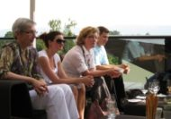 Die schöne Lage der Gartenterrasse und das warme Wetter luden zu angeregten Diskussionen ein – und so geschah es – es wurde viel geredet, diskutiert...