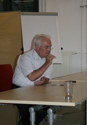Karl Kern, der Mitglied des Verwaltungsrates und der Konzernleitung bei der Schweizerischen Post war, brachte seine Erfahrungen auf den Punkt. Er öffnete seine Schatztruhe an Erfahrungen in der Umsetzung von Strategien und berichtete eindrücklich von der Zeit des Umbruchs bei der Schweizerischen Post. Sein ehemaliger Mitarbeiter bei der Post, Roland Ledergerber, erzählte anschliessend von seinen Erfahrungen bei der Begleitung und Einführung von Mitarbeitenden in die Veränderungen in ihrem Arbeitsalltag.