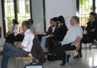 """Am Mittwoch, 6. Juni, ging der erste Moveo-Themenapéro zum Thema """"Handlungskompetenz"""" über die Bühne. Die 26 Anwesenden kamen in den Genuss zweier aufschlussreicher Referate, von Jean-Pierre Kousz ig-hfwi und Michèle Rosenheck KV Schweiz, zum Thema Berufsfeldanalyse. Sie berichteten über Erfolgsfaktoren und Stolpersteine bei der Erstellung eines kompetenzorientierten Rahmenlehrplans. Einer validen Berufsfeldanalyse kommt dabei eine entscheidende Bedeutung zu."""