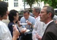Bei weiteren Gesprächen - über Handlungskompetenz oder anderes - konnten die Teilnehmenden Erfahrungen austauschen, Kontakte knüpfen und den Sommerabend gemütlich ausklingen lassen.