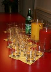 Herzlich willkommen! Die Teilnehmenden wurden zur Begrüssung mit einem Glas Orangenjus gestärkt.