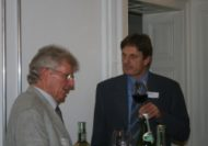 Mike Kern (li) vertieft in das Gespräch mit Reto Nadig (re).
