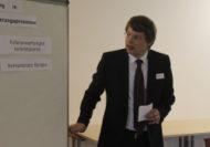 Daniel Preckel, Ectaveo AG, führte in die Thematik ein, indem er die in der Literatur beschriebenen Aufgaben von Führungskräften bei Veränderungen aufzeigte. Darunter fanden sich Aspekte wie die Versorgung mit struktureller Spannung oder das Konkretisieren von Rollenerwartungen.