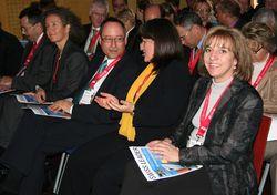 Die Nominierten haben Platz genommen. Die Anspannung bei Verena Thomi-Weyermann, Leiterin ESCOLA bei der Schweizerischen Post, Petra Hämmerle, Markus Kessler, Leiter Personal bei Poststellen und Verkauf und Monja Mariner (von rechts nach links) steigt.